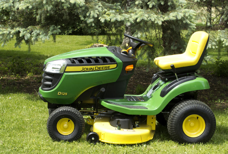 Zero Turn Vs Lawn Tractor What Is The Difference Sumo Gardener