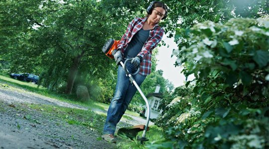 Straight Trimmers vs Curved Trimmers for a commercial weed eater