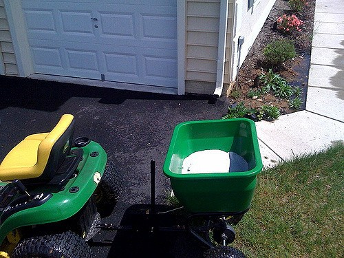 Lawn broadcast fertilizer