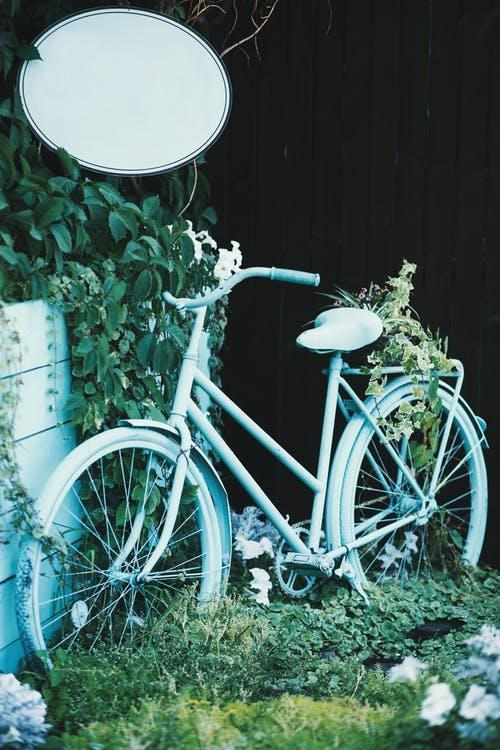 old bicycle for garden decoration