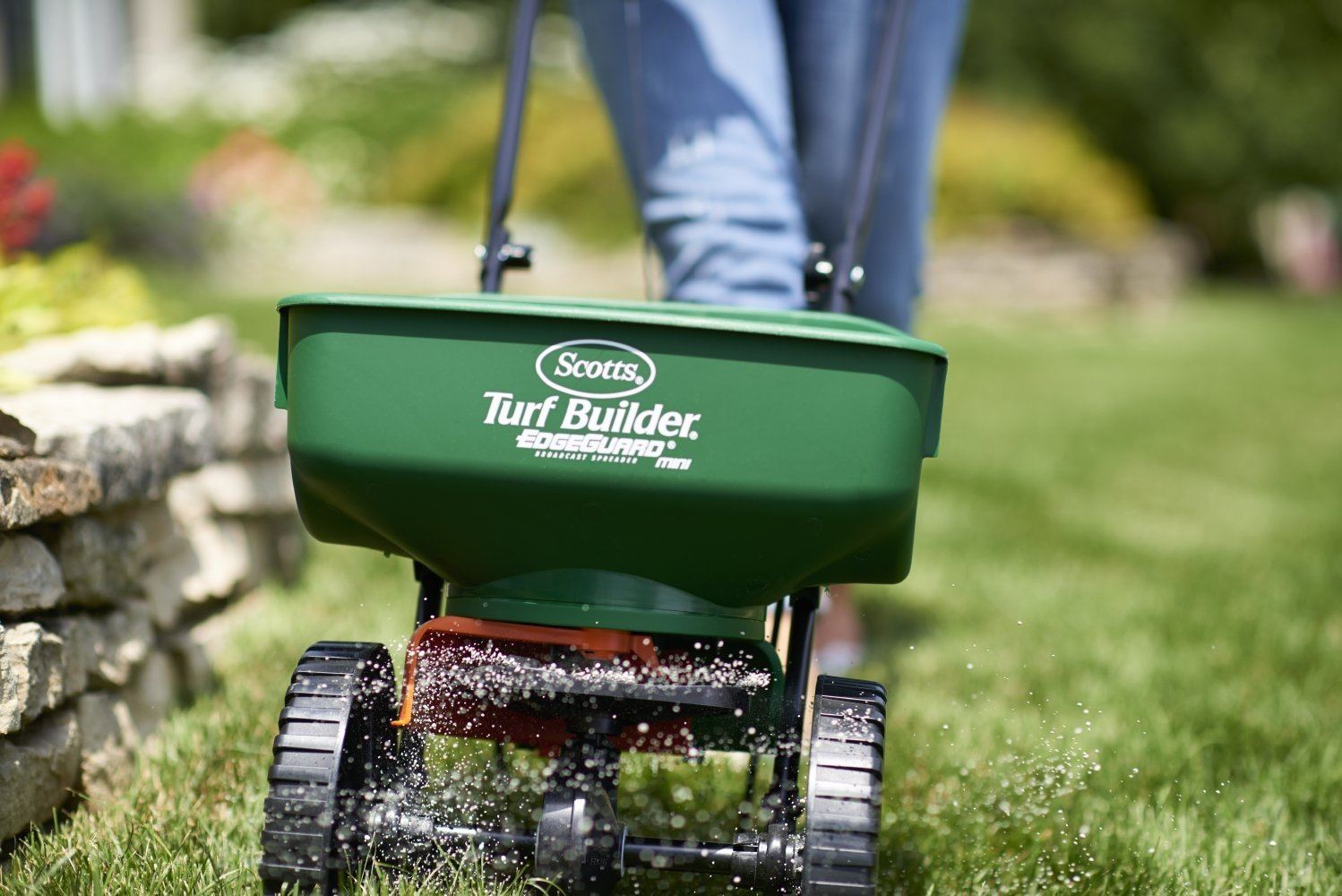 best mini broadcast lawn fertilizer spreader